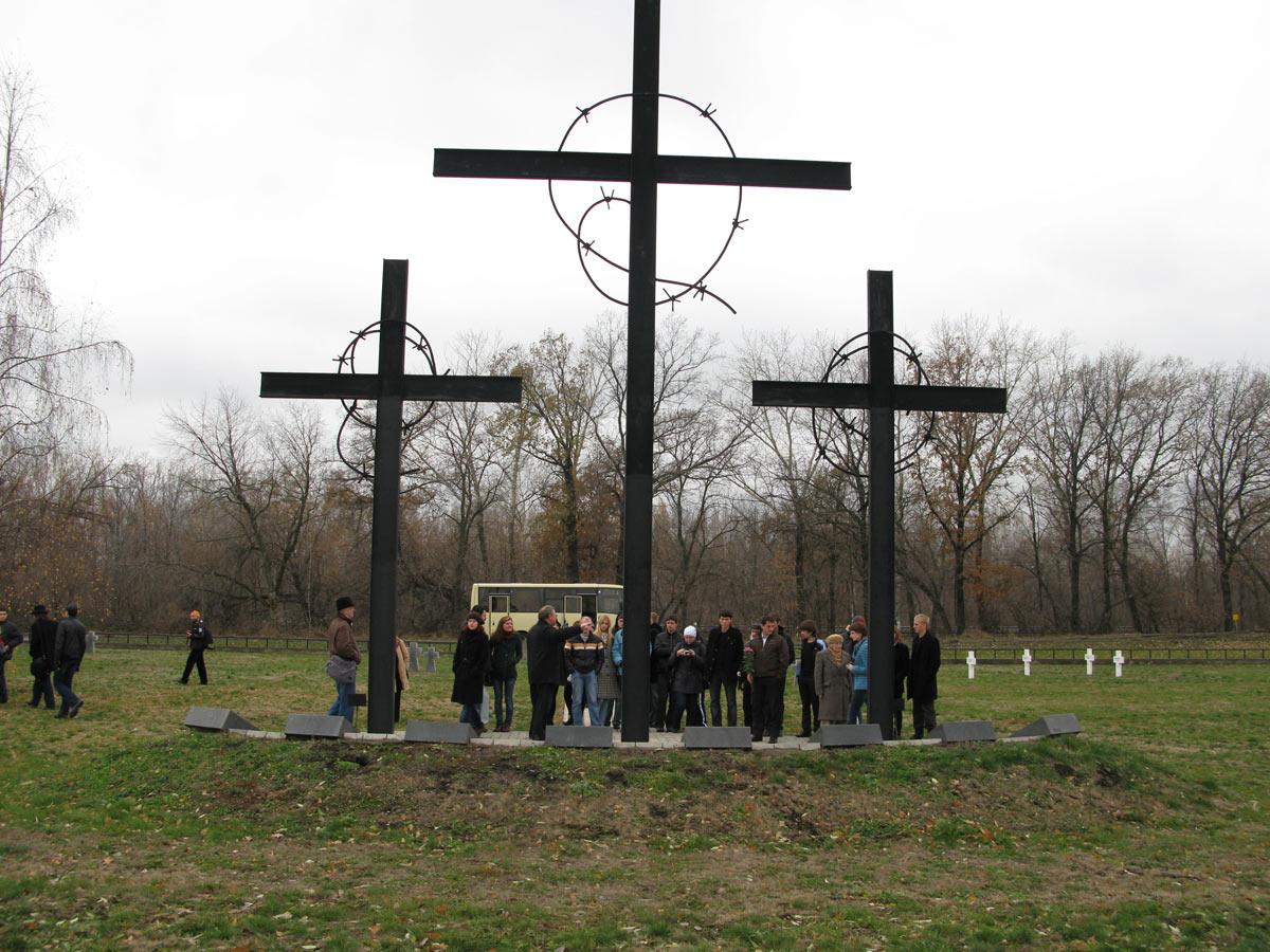 Мемориальный одиночный комплекс с крестом Дно памятник на могилу Верхняя Салда