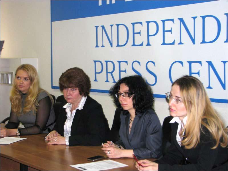 Слева направо: Анна Полозова, Каринна Москаленко, Анна Ставицкая, Мария Самородкина. Фото Веры Васильевой, HRO.org