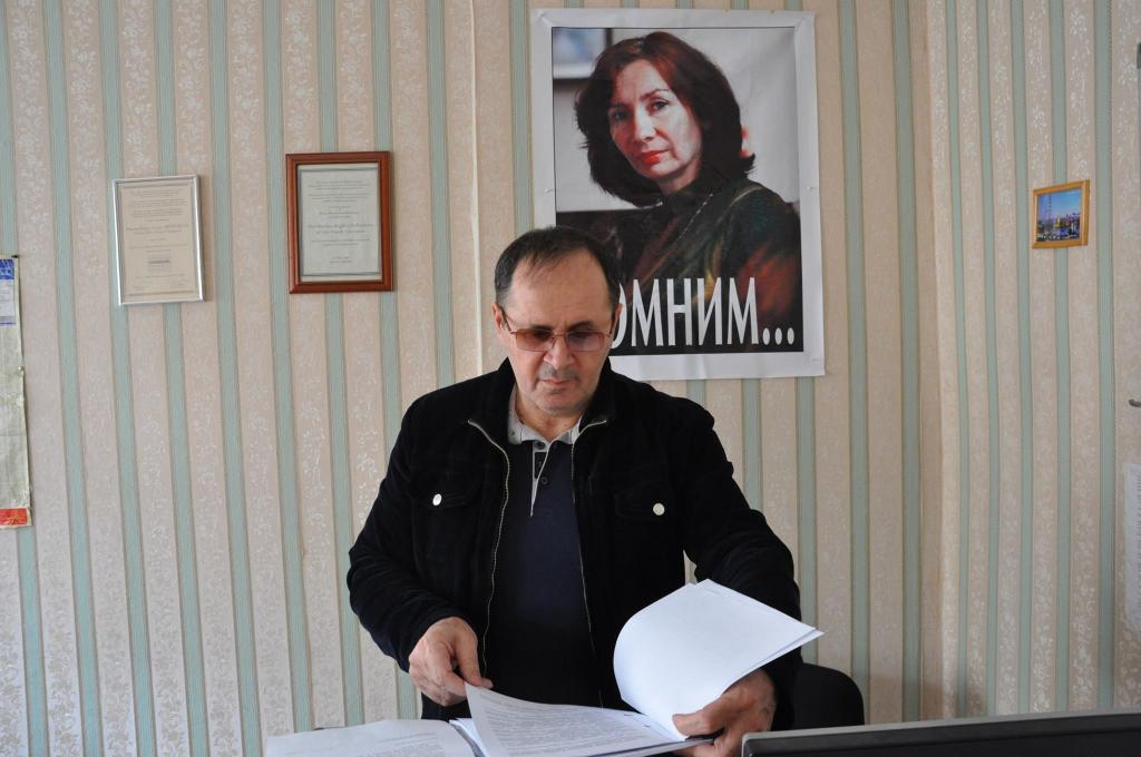 Силовики выгнали издома родственников руководителя  чеченского «Мемориала»